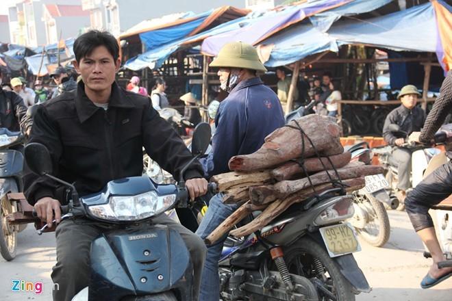 Chợ gỗ trắc vụn độc đáo tại ngôi làng giàu nhất Việt Nam  - ảnh 7