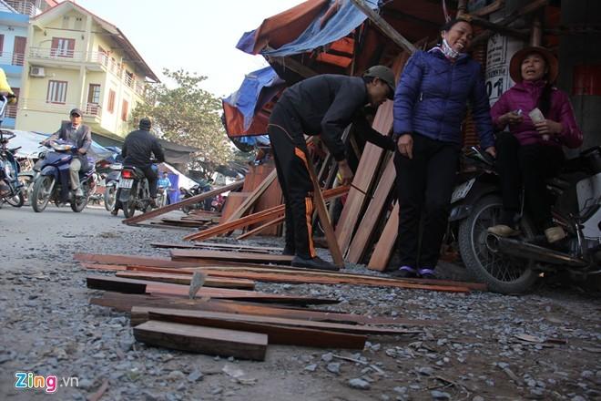 Chợ gỗ trắc vụn độc đáo tại ngôi làng giàu nhất Việt Nam  - ảnh 9