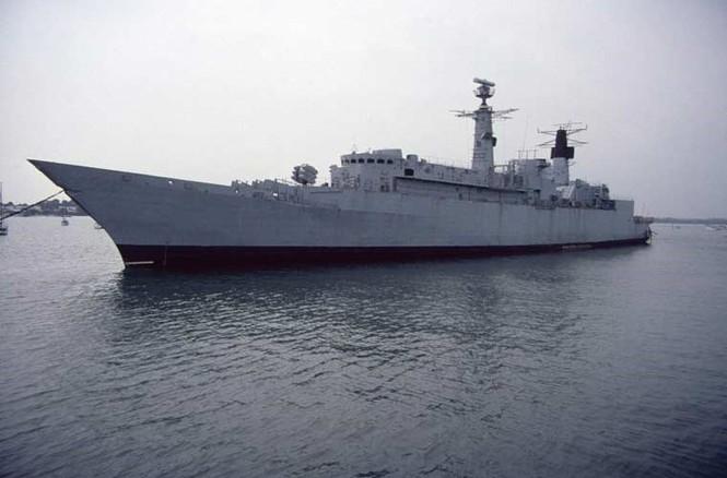Tàu chiến Anh 'hết đát' trưng dụng làm bia tập bắn - ảnh 2