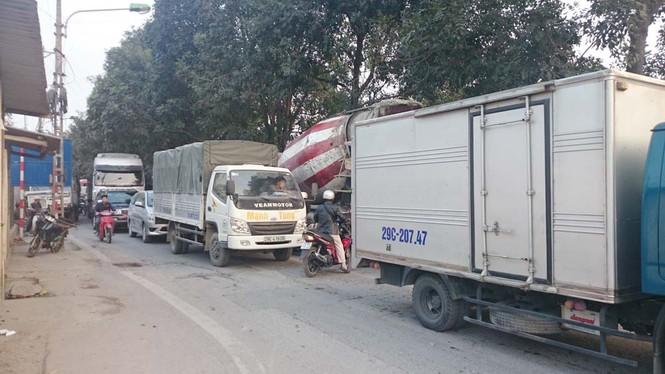 Bị xe ben kéo lê 10 mét, một phụ nữ chết thảm - ảnh 4