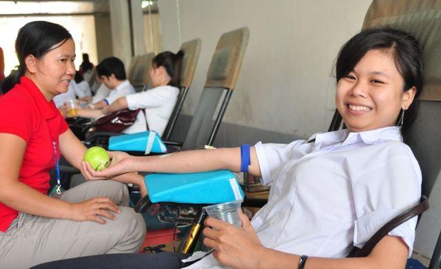 Thi xong tranh thủ hiến máu ngay - ảnh 1
