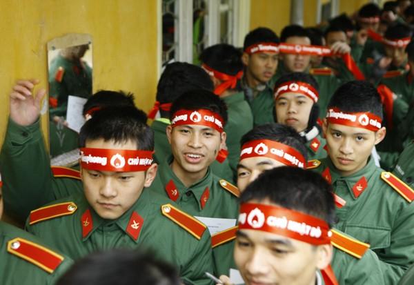 Sinh viên học viện Hậu Cần nô nức tham gia Ngày Chủ Nhật Đỏ - ảnh 11