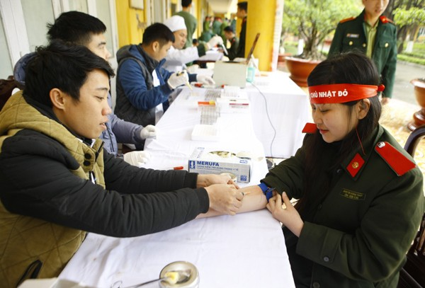 Sinh viên học viện Hậu Cần nô nức tham gia Ngày Chủ Nhật Đỏ - ảnh 14
