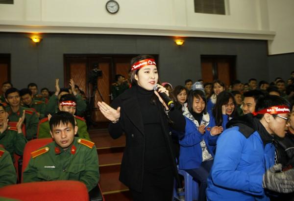 Sinh viên học viện Hậu Cần nô nức tham gia Ngày Chủ Nhật Đỏ - ảnh 3