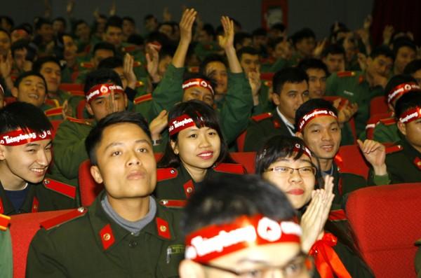 Sinh viên học viện Hậu Cần nô nức tham gia Ngày Chủ Nhật Đỏ - ảnh 4