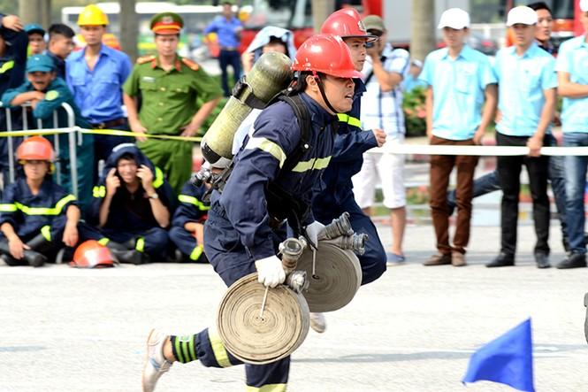 Xem cảnh sát thủ đô tranh tài chữa cháy, cứu nạn, cứu hộ - ảnh 15
