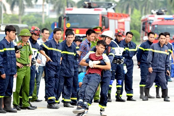 Xem cảnh sát thủ đô tranh tài chữa cháy, cứu nạn, cứu hộ - ảnh 16
