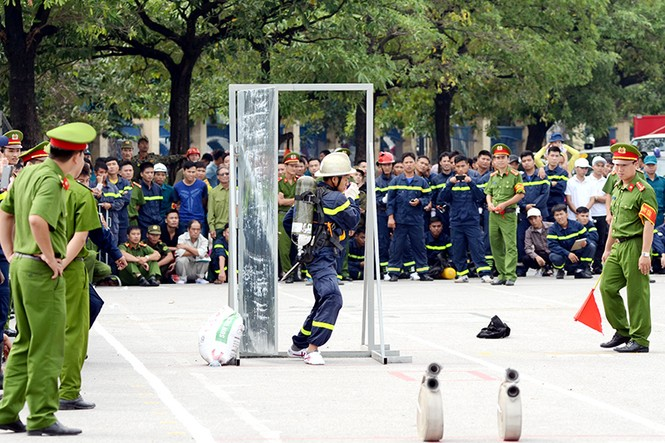 Xem cảnh sát thủ đô tranh tài chữa cháy, cứu nạn, cứu hộ - ảnh 14