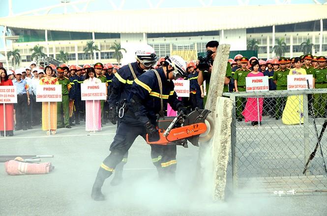 Xem cảnh sát thủ đô tranh tài chữa cháy, cứu nạn, cứu hộ - ảnh 3