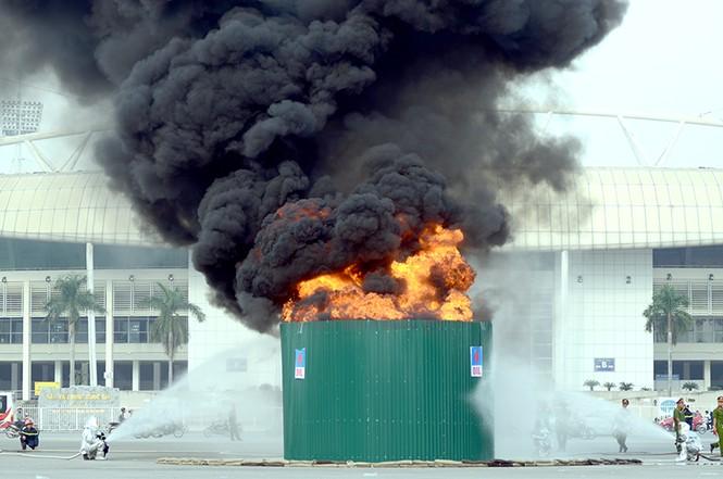 Xem cảnh sát thủ đô tranh tài chữa cháy, cứu nạn, cứu hộ - ảnh 7