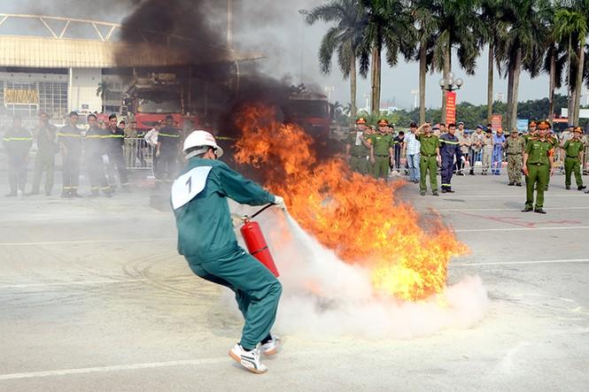 Xem cảnh sát thủ đô tranh tài chữa cháy, cứu nạn, cứu hộ - ảnh 9