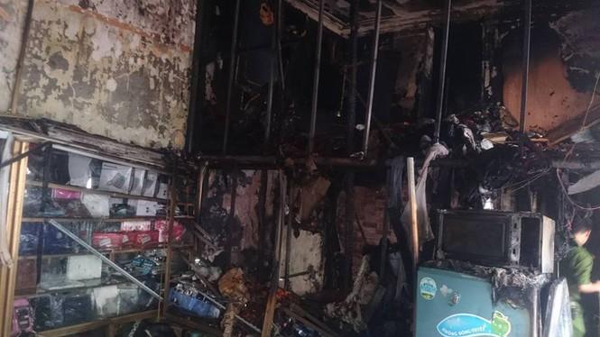 Cháy rụi căn nhà vắng chủ trên đường Lê Duẩn - ảnh 2