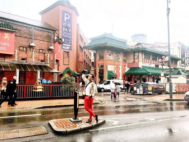 Lâm Chấn Huy 'nghiện' mua sắm tại Anh - ảnh 3