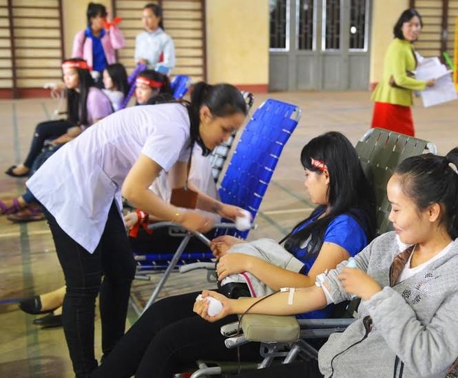Rộn ràng hiến máu tại trường Cao đẳng Sư phạm Đắk Lắk  - ảnh 1