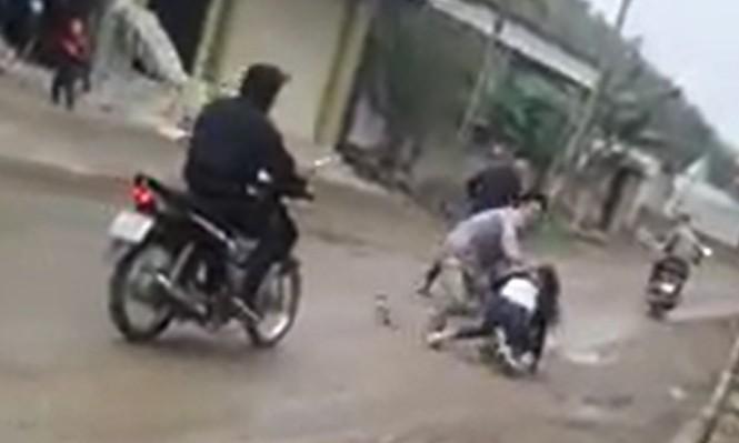 Thiếu nữ gào khóc vì bị nhóm thanh niên bắt về làm vợ - ảnh 1