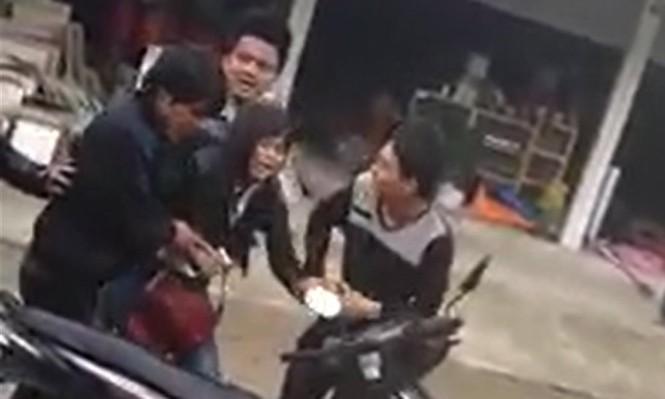 Thiếu nữ gào khóc vì bị nhóm thanh niên bắt về làm vợ - ảnh 2