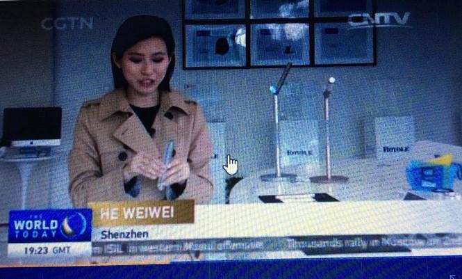 Trung Quốc ra mắt điện thoại bẻ cong, bàn phím mỏng như tờ giấy - ảnh 2