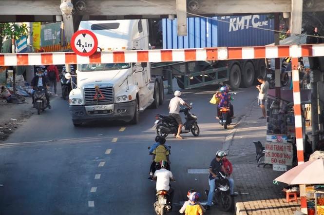"""Bất an với những """"hung thần"""" trên phố Sài Gòn - ảnh 2"""