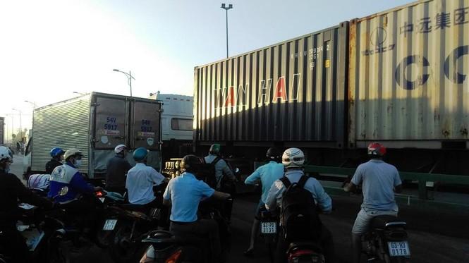 """Bất an với những """"hung thần"""" trên phố Sài Gòn - ảnh 9"""