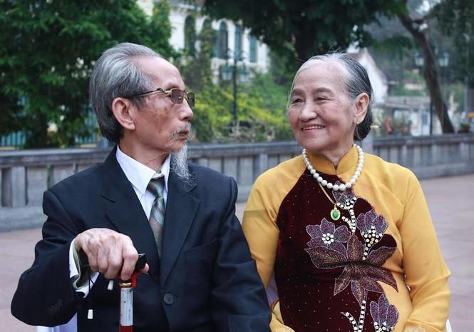 Khoảnh khắc ấn tượng 40 cặp đôi dâng hương tại Tượng đài Lý Thái Tổ - ảnh 5