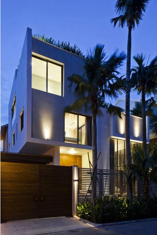 Bể bơi trên nóc nhà 3 tầng của nhà giàu Sài Gòn - ảnh 4