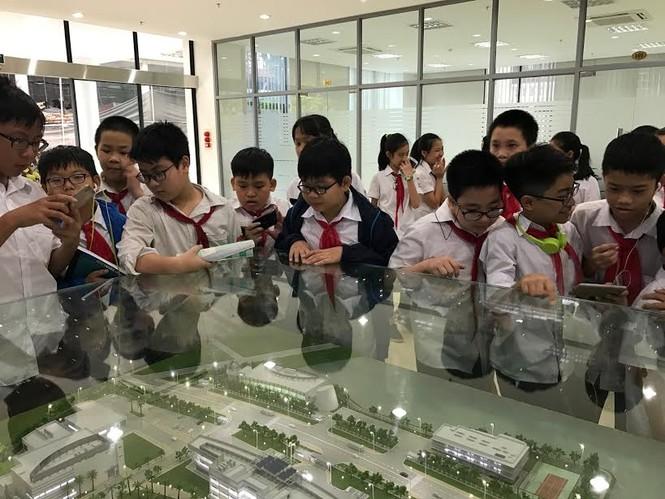 Học sinh Hà Nội hào hứng với ngày khám phá vũ trụ - ảnh 1