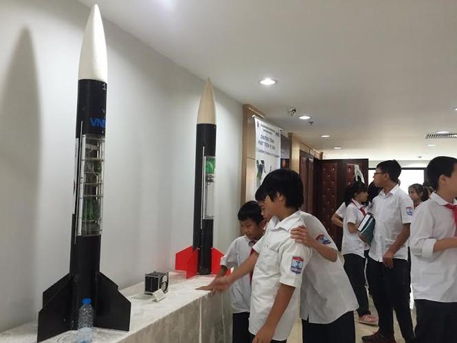 Học sinh Hà Nội hào hứng với ngày khám phá vũ trụ - ảnh 2