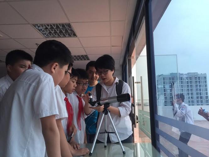 Học sinh Hà Nội hào hứng với ngày khám phá vũ trụ - ảnh 5