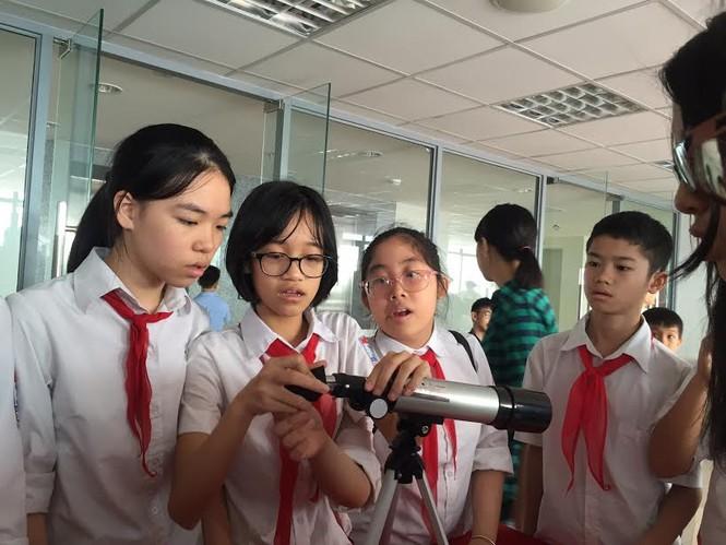 Học sinh Hà Nội hào hứng với ngày khám phá vũ trụ - ảnh 6