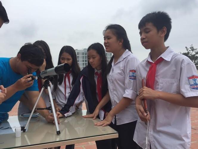 Học sinh Hà Nội hào hứng với ngày khám phá vũ trụ - ảnh 7