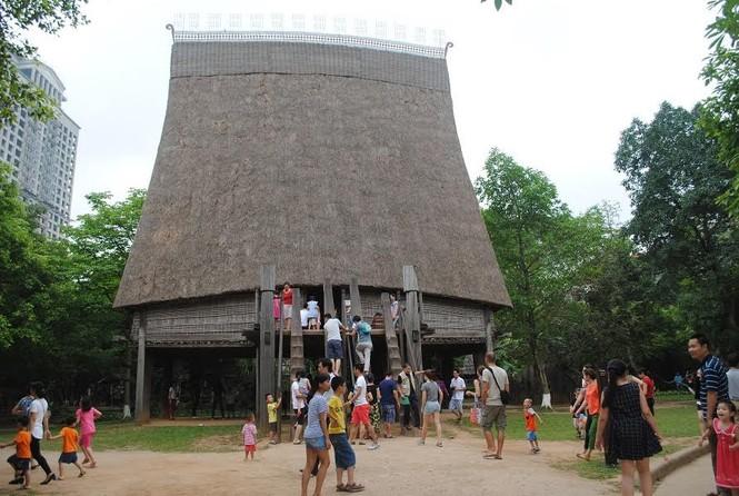 Bảo tàng Dân tộc học Việt Nam là điểm tham quan du lịch hàng đầu - ảnh 2