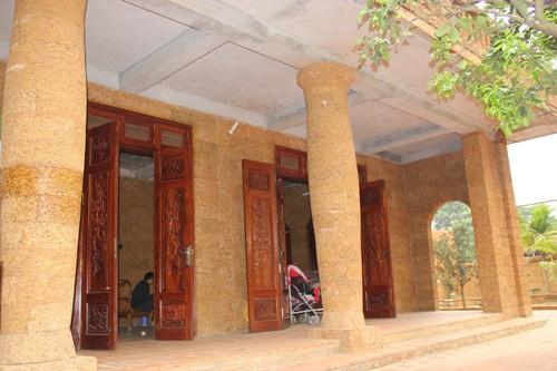 Nhà gỗ 2 tầng tuyệt đẹp 'lai' thiết kế... nhà sàn - ảnh 3