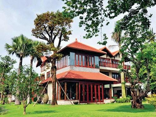 Nhà gỗ 2 tầng tuyệt đẹp 'lai' thiết kế... nhà sàn - ảnh 9