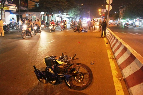 Hai tên cướp bỏ chạy gây tai nạn, một người nguy kịch - ảnh 2
