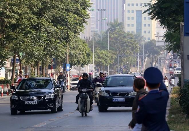 Hàng loạt tài xế bị tuýt còi vì lấn làn buýt nhanh - ảnh 7