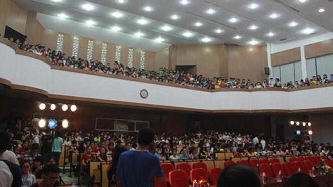 Đêm nhạc hội chào tân sinh viên Học viện Tài chính - ảnh 1