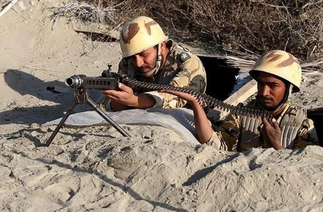 Quân đội Iran ào ào tấn công mục tiêu - ảnh 9