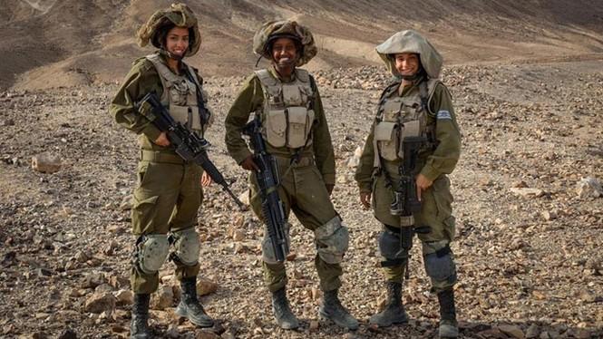 Nữ binh sĩ Israel và vẻ đẹp của bóng hồng trong lửa đạn - ảnh 9