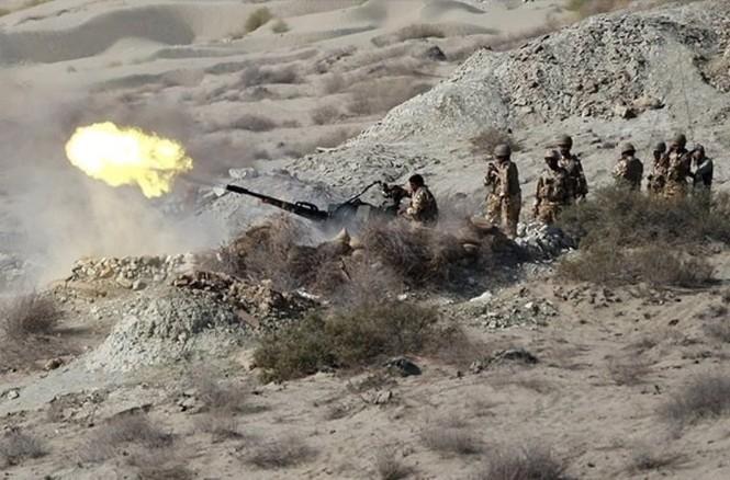 Quân đội Iran ào ào tấn công mục tiêu - ảnh 10