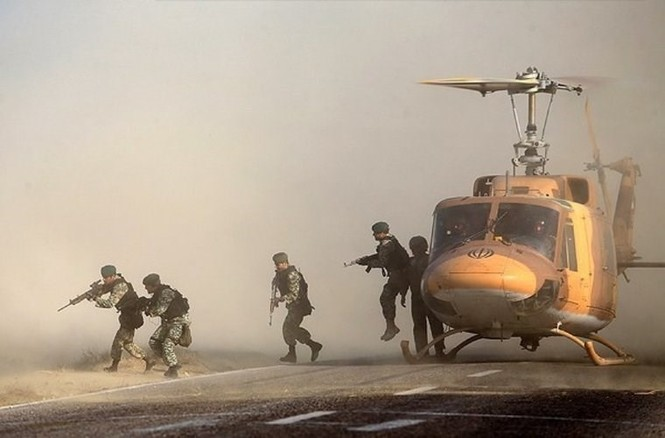Quân đội Iran ào ào tấn công mục tiêu - ảnh 11