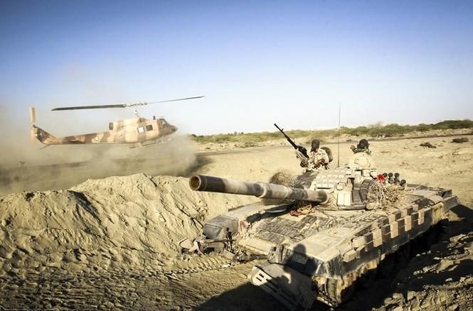 Quân đội Iran ào ào tấn công mục tiêu - ảnh 12