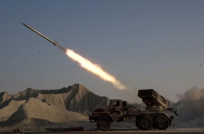 Quân đội Iran ào ào tấn công mục tiêu - ảnh 15