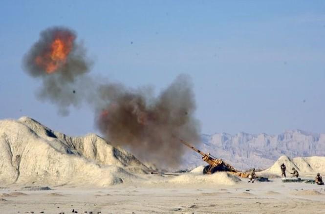 Quân đội Iran ào ào tấn công mục tiêu - ảnh 16
