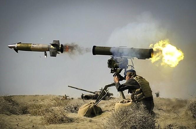 Quân đội Iran ào ào tấn công mục tiêu - ảnh 17