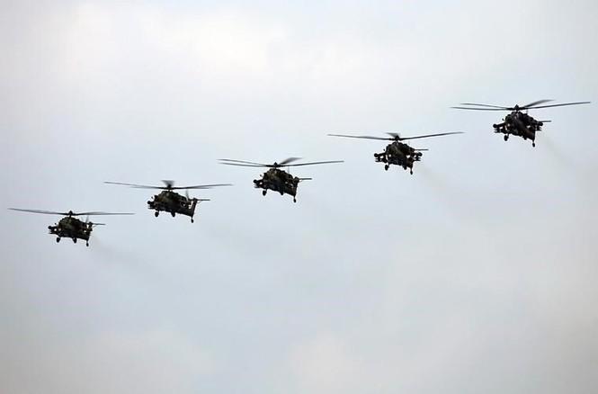 Tận thấy Không quân Nga phô diễn sức mạnh ở Crimea - ảnh 1