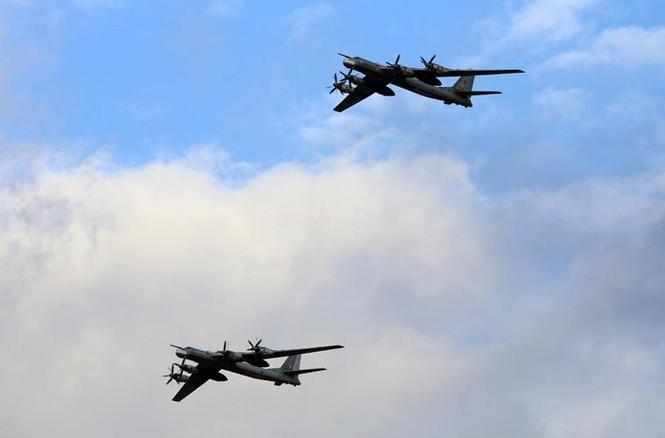 Tận thấy Không quân Nga phô diễn sức mạnh ở Crimea - ảnh 2