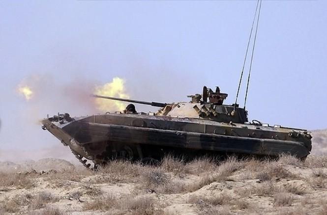 Quân đội Iran ào ào tấn công mục tiêu - ảnh 3