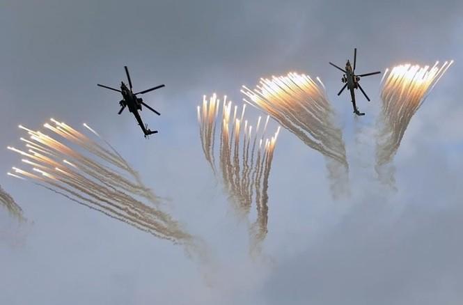 Tận thấy Không quân Nga phô diễn sức mạnh ở Crimea - ảnh 4