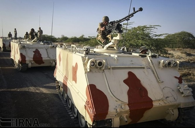 Quân đội Iran ào ào tấn công mục tiêu - ảnh 4