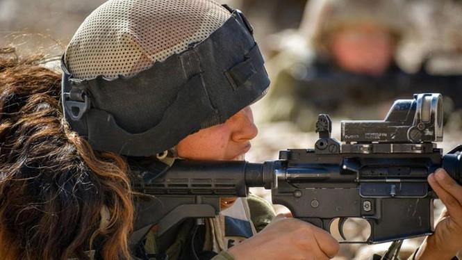 Nữ binh sĩ Israel và vẻ đẹp của bóng hồng trong lửa đạn - ảnh 5